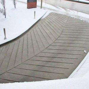Come prevenire la formazione del ghiaccio per rampe, scale e piazzali